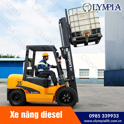 xe nâng diesel hoặc lựa chọn xe nâng người